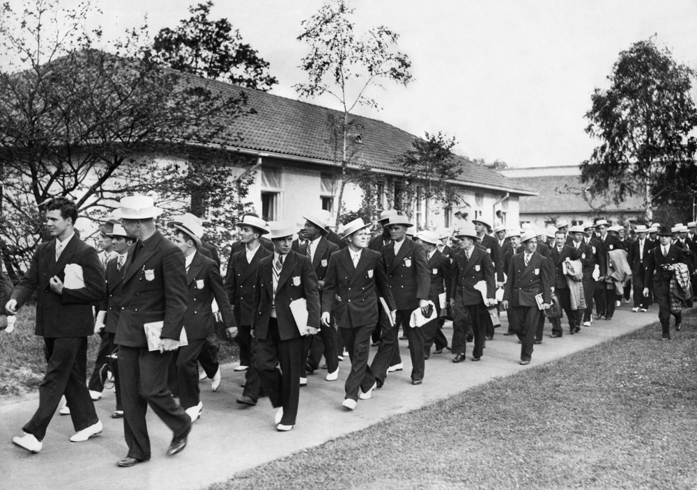 Olympische Spiele 1936 in Berlin- die amerikanische Mannschaft zieht indas olympische Dorf ein- Juli 1936- 01.07.1936-31.07.1936