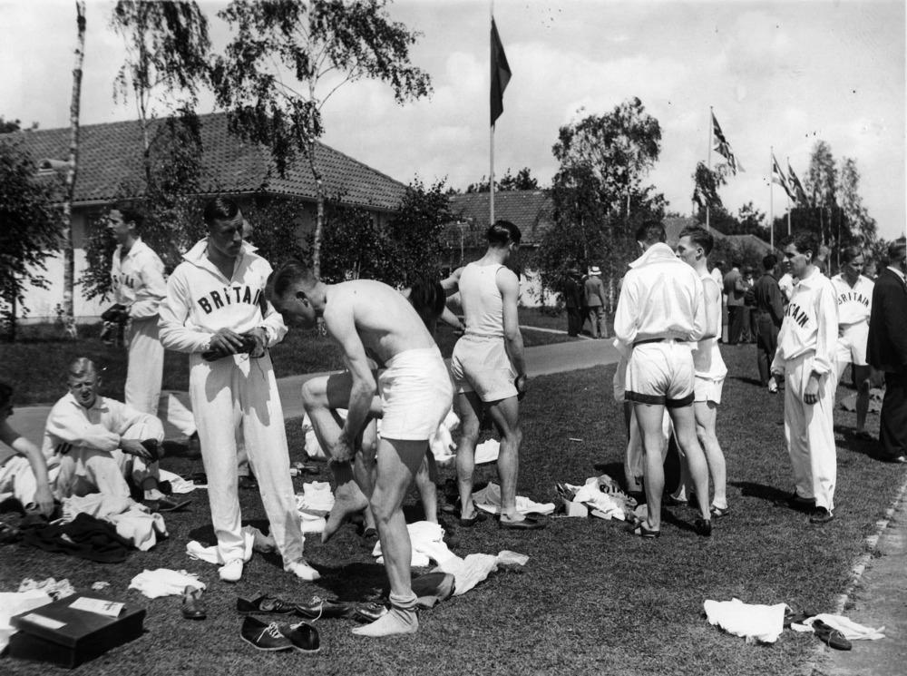 Olympische Spiele 1936 in Berlin- Mitglieder der englischen Mannschaft imolympischen Dorf- August 1936- 01.08.1936-31.08.1936