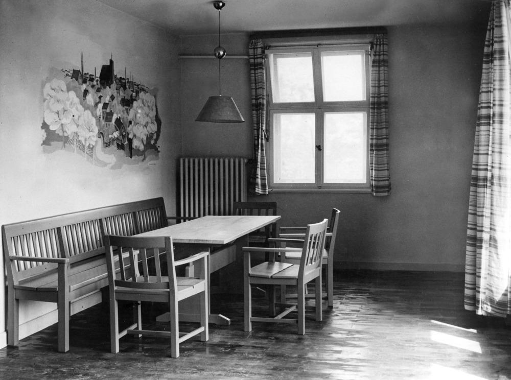 Olympische Spiele 1936 in Berlin- Olympisches Dorf Doeberitz:Gemeinschaftsraum in einem der Wohnhaeuser der Anlage, 1934-1936 nach den Entwuerfen des Architekten Werner March noerdlich der Hamburger/ Berliner Chaussee errichtet- Mai 1936- 01.05.1936-31.05.1936