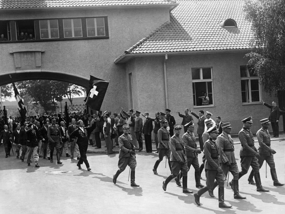 Einzug der Schweizer Mannschaft in dasolympische Dorf.Juli 1936- 01.07.1936-31.07.1936