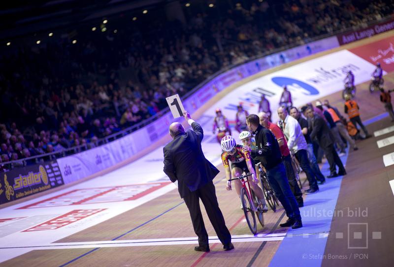 Radfahrerinnen und Schrittmacher © ullstein bild - Stefan Boness / IPON