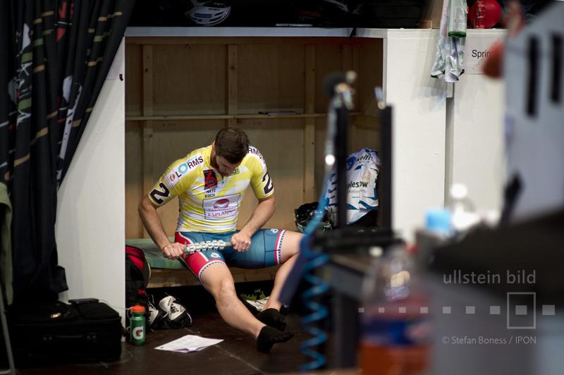 Radrennfahrer Nathan Koch während einer Pause © ullstein bild - Stefan Boness / IPON