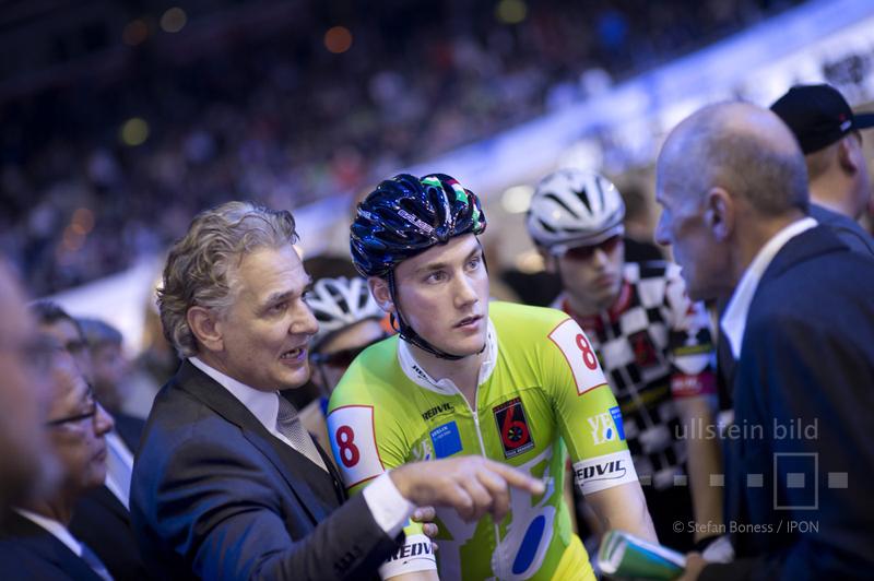 Radrennfahrer & Honoratioren © ullstein bild - Stefan Boness / IPON