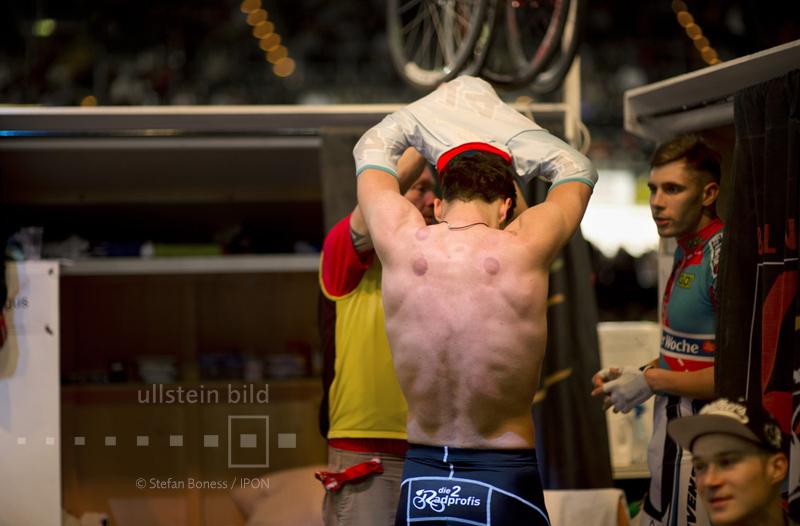 Umziehen während einer Pause © ullstein bild - Stefan Boness / IPON