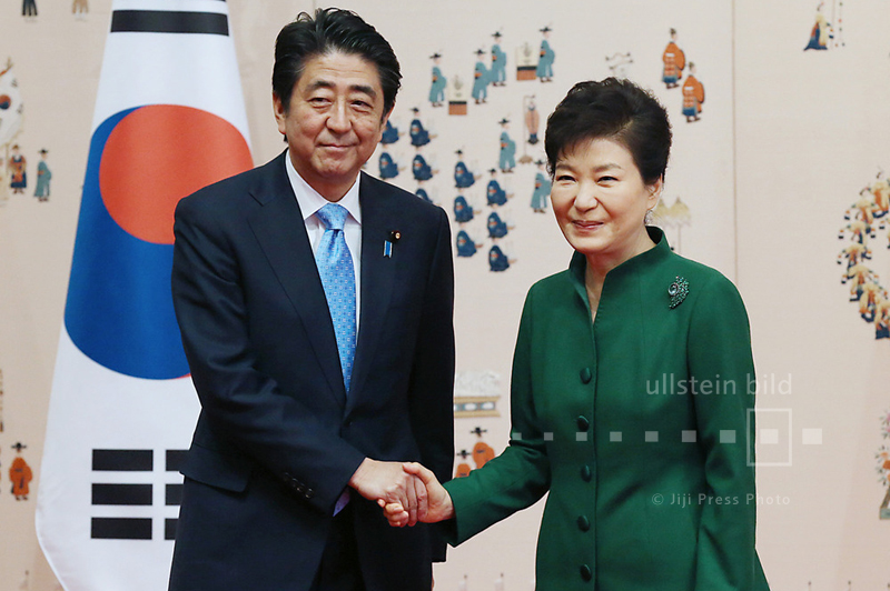 Japans Ministerpräsident Shinzo Abe und Südkoreas Präsidentin Park Geun-hye in Seoul, 2. November 2015