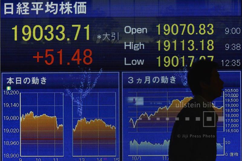 Schlusskurse von Tokios Nikkei Aktienindex, 30. Dezember 2015