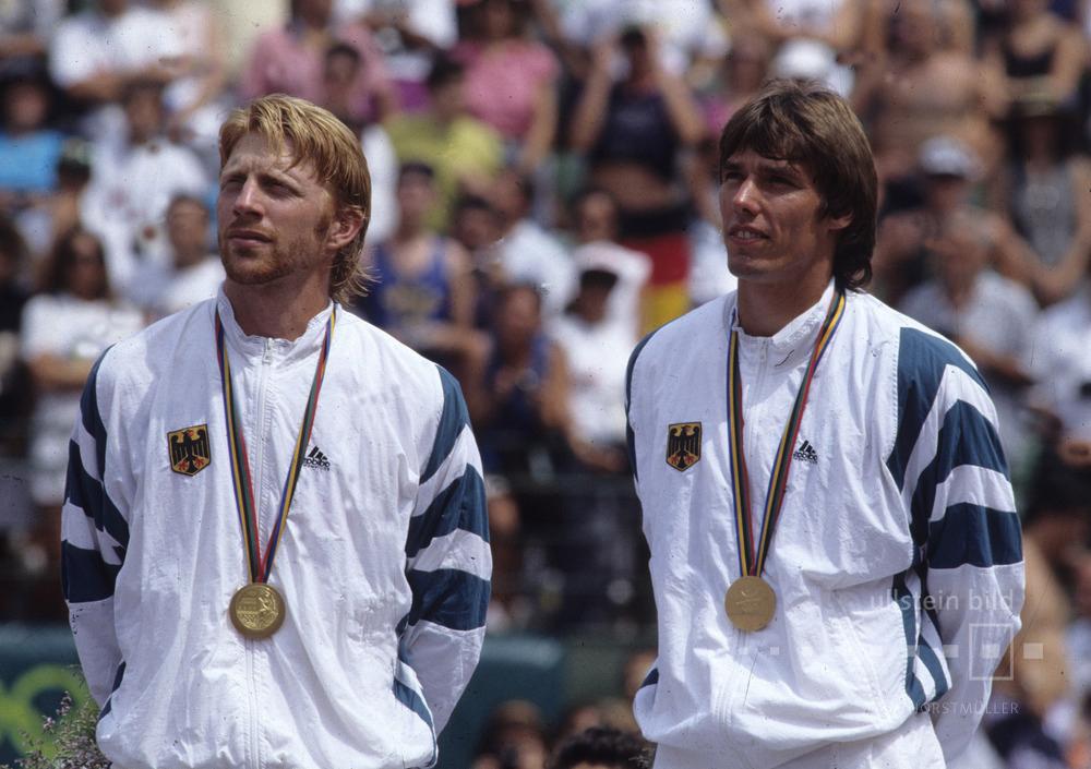 Boris Becker und Michael Stich sind Olympiasieger im Doppel 1992 in Barcelona.