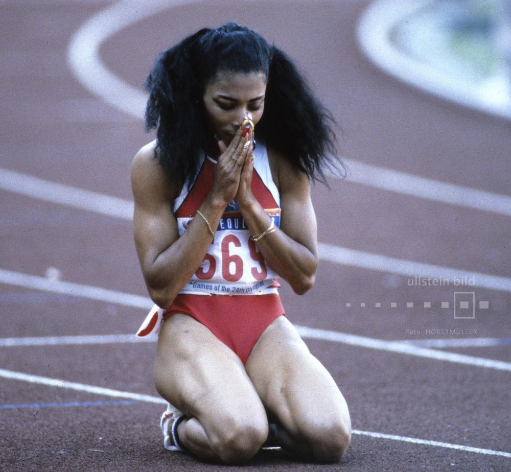 US-Sprinterin Florence Griffith-Joyner nach ihrem Sieg im 100-Meter-Finallauf bei den Olympischen Sommerspielen 1988 in Seoul.
