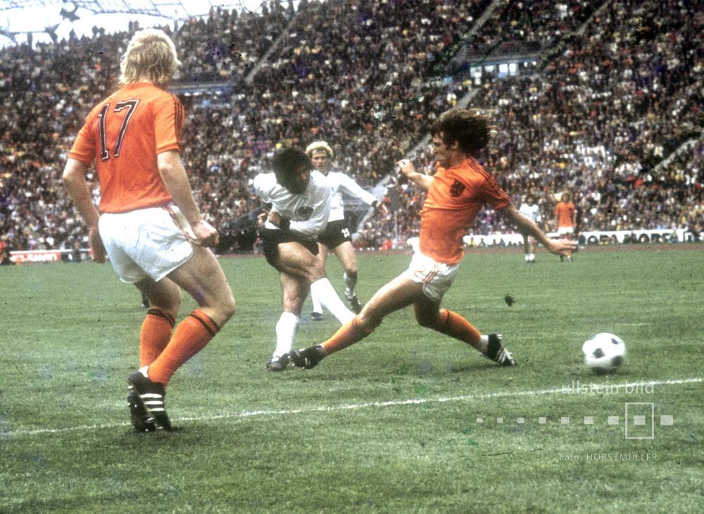 Finale der Fußball-WM 1974 in München, BR Deutschland - Niederlande: Gerd Müller erzielt das 2:1 Siegtor.