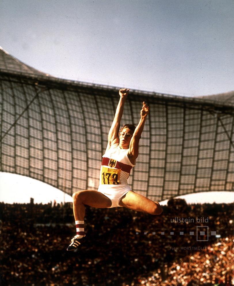 Heide Rosendahl springt bei den Olympischen Sommerspielen 1972 in München 6,78m weit und wird Olympiasiegerin.