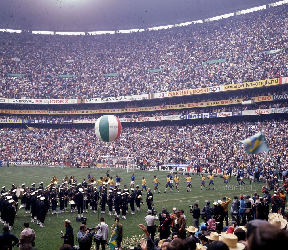 Finale der Fußball-WM 1970 vor über 100.000 Zuschauern im Atztekenstadion von Mexico City: Brasilien - Italien 4:1