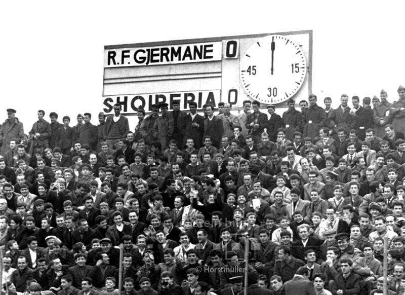 """Die """"Schmach von Tirana"""": Ein einfacher Sieg hätte genügt, doch die bundesdeutsche Nationalmannschaft kommt in ihrem letzten Qualifikationsspiel zur Fußball-EM 1968 nicht über ein 0:0 gegen Albanien hinaus."""