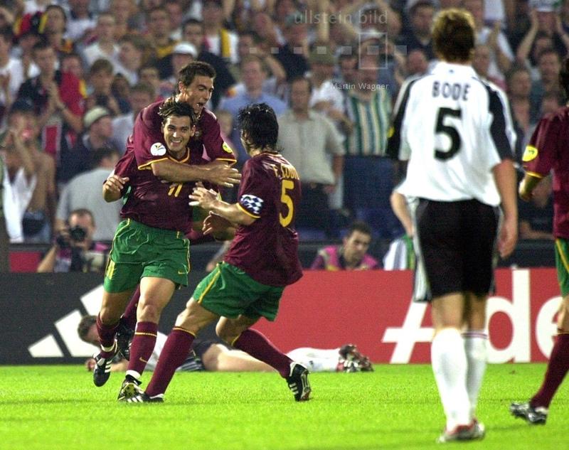 Für Portugal geht es um nichts mehr in ihrem letzten Vorrundenspiel bei der EM 2000, man ist bereits für das Viertelfinale qualifiziert. Mit einer B-Elf wird Deutschland mit 3:0 besiegt. Alle drei Tore erzielt Sergio Conceição (11).