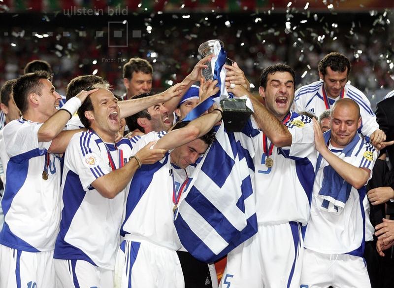 Griechenland ist Europameister 2004. Wie bereits im Eröffnungsspiel besiegt Griechenland Gastgeber Portugal, dieses Mal mit 1:0.