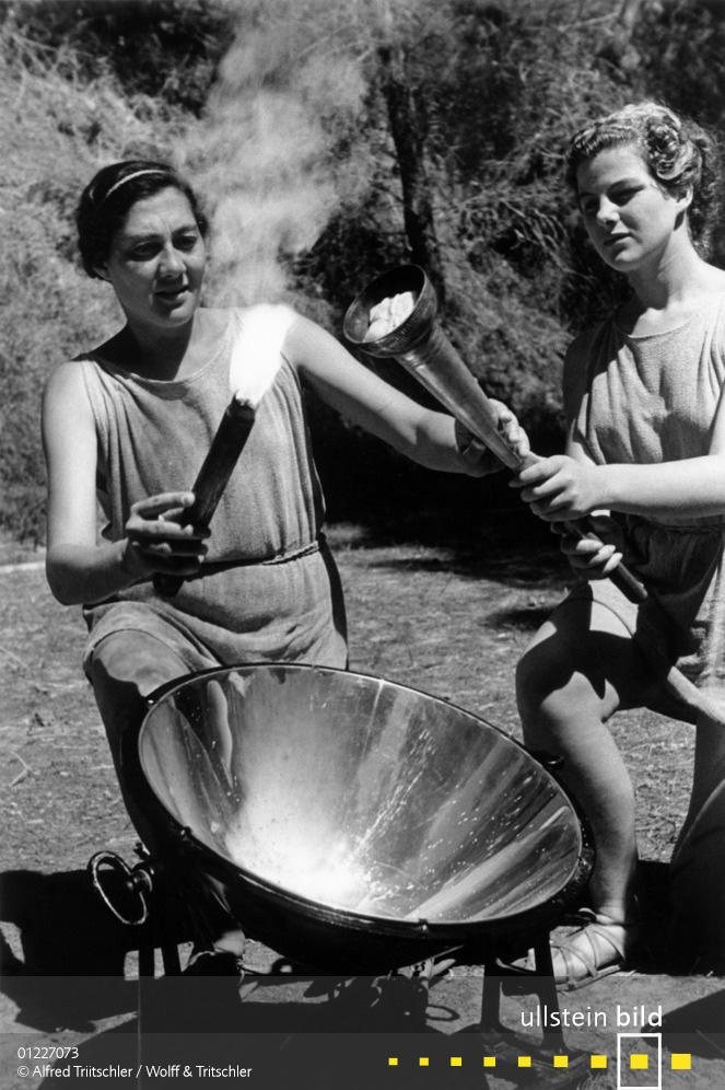 Mit dem Opel Olympia durch Griechenland: Das olympische Feuer wird in Olympia entfacht - Sommer 1936