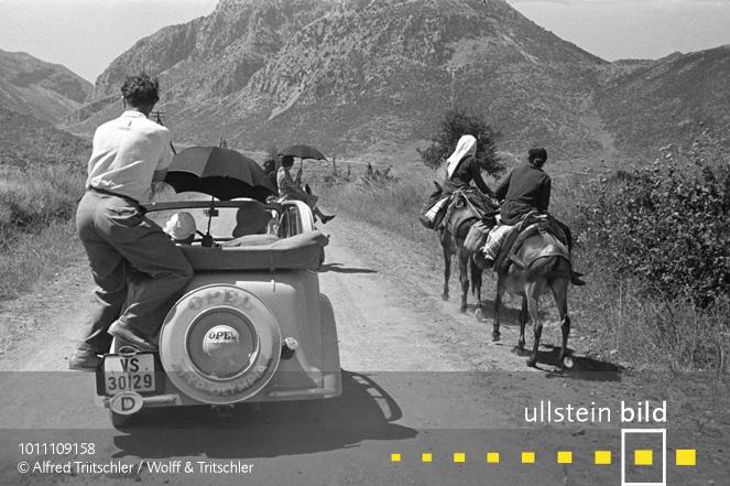 Mit dem Opel Olympia durch Griechenland: Fotograf Alfred Tritschler bei der Arbeit - Sommer 1936