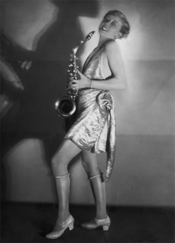 Die Schauspielerin Hertha Schroeter auf einem Kostümfest, 1928 © ullstein bild - Yva