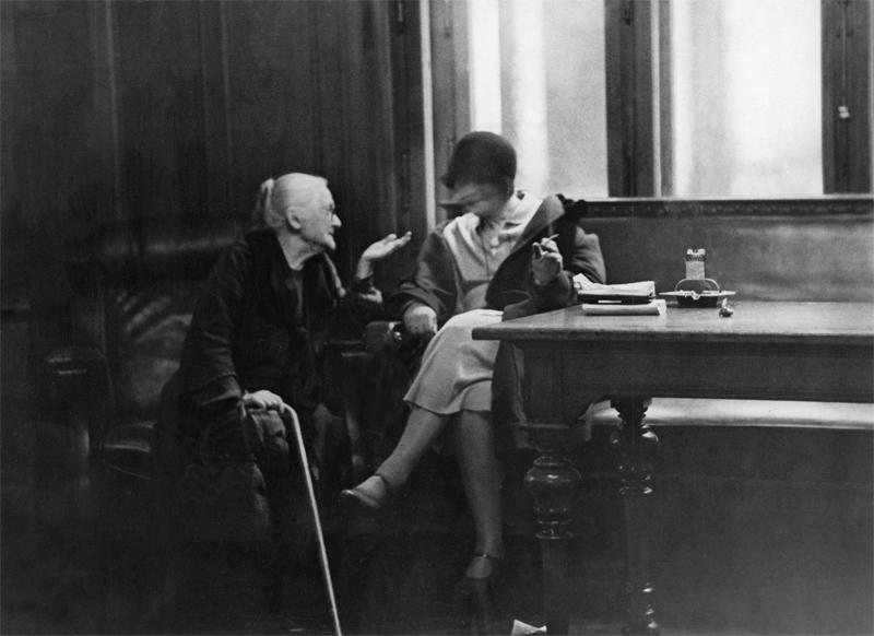 Clara Zetkin im Gespräch im Reichstag, Berlin 1930 © ullstein bild - Erich Salomon