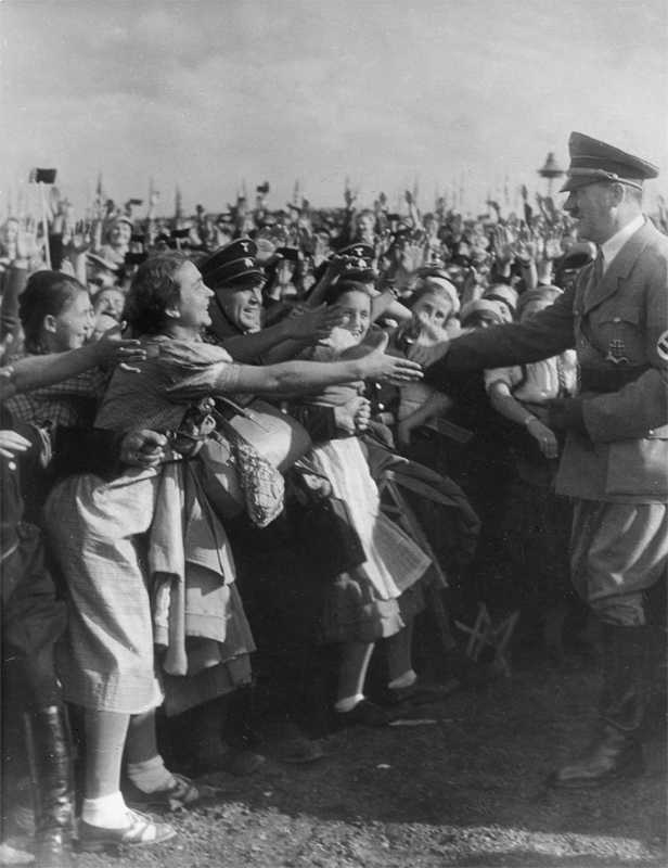 Ankunft von Adolf Hitler beim Erntedankfest auf dem Bückeberg am 6. Oktober 1935 © ullstein bild - Max Ehlert