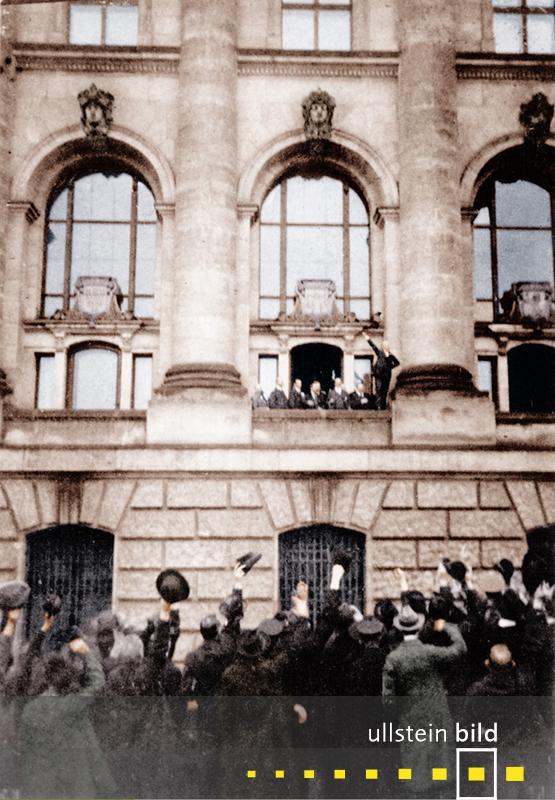 1918: Philipp Scheidemann ruft während der Novemberrevolution vom Balkon des Reichstages die Republik aus.