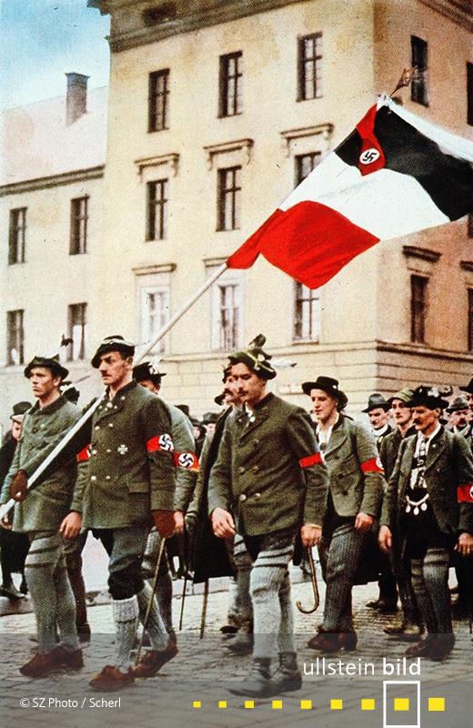 1923: Der nationalsozialistische Hitler-Ludendorff-Putsch dvheitert bereits nach wenigen Stunden vor der Münchner Feldherrnhalle.