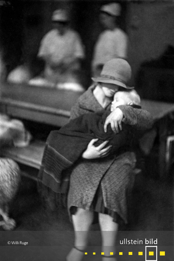 In der Adoptionsstelle des Wohlfahrts-und Jugendamts Berlin (1930)