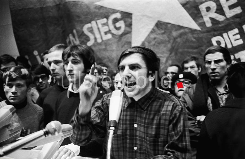 Internationaler Vietnamkongress in Berlin am 17./18. Februar 1968