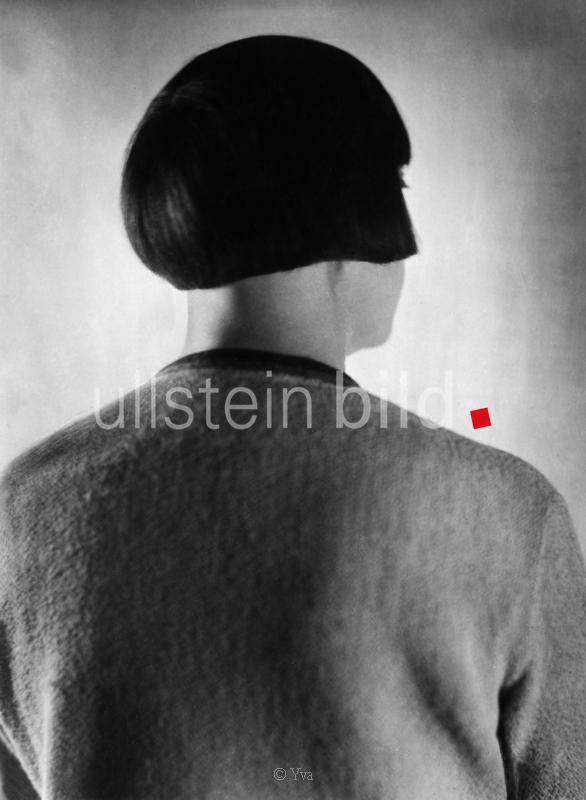 Nielsen, Asta - Schauspielerin, Daenemark - *11.09.1881-24.05.1972+  - Porträt mit Bubikopf (von hinten)  - 1930  - Aufnahme: Yva Berlin - veröffentlicht in: UHU Heft 8, Mai 1930  - Originalaufnahme im Archiv von ullstein bild