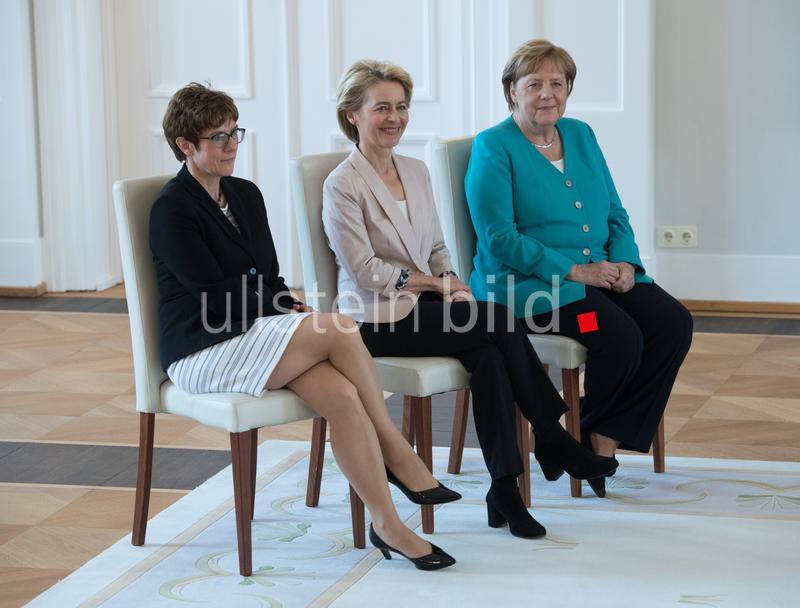 """""""Merkel, von der Leyen und Kramp-Karrenbauer, weil Frauen in der Politik netzwerken müssen."""" Foto: Sven Simon"""