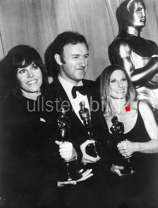 Jane Fonda, Gene Hackman and Cloris Leachman with their Oscars, Los Angeles, 1971. Gene Hackman, Academy Award for Best Actor for 'The French Connection'; Jane Fonda, Academy Award for Best Actress for 'Klute'; Cloris Leachman, Best Actress in a Supporting Role in 'The Last Picture Show'.