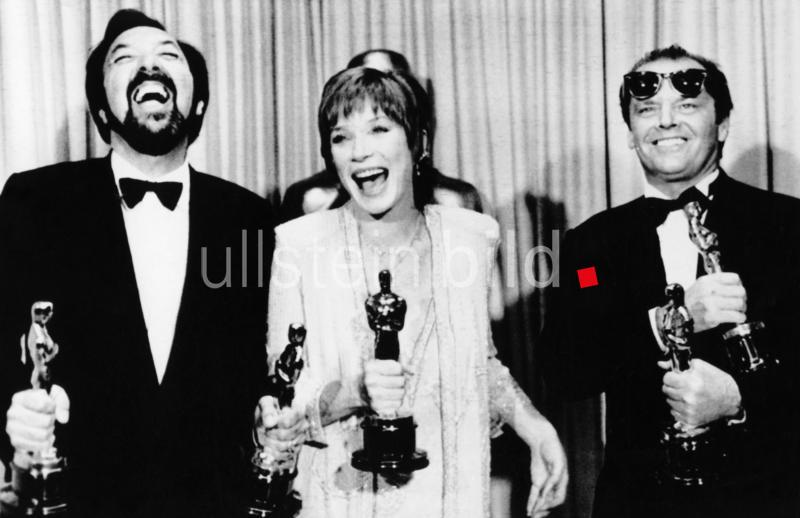 1934  Schauspielerin; USA Oscar-Verleihung für den Film 'Terms of Endearment' Regisseur James L. Brooks, S. Maclaine und Jack Nicholson   - 09.04.1984