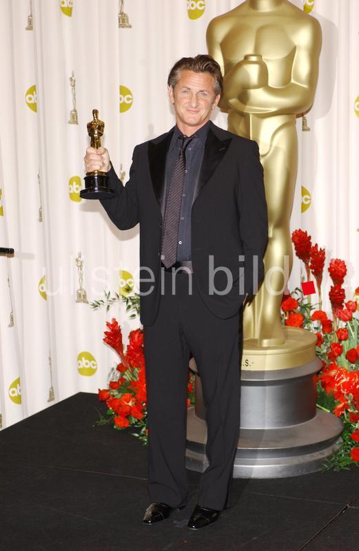 """Penn, Sean - Schauspieler, Regisseur, USA - mit dem Oscar (Bester Hauptdarsteller in """"Milk"""") - 81. Oscarverleihung - 23.02.2009"""