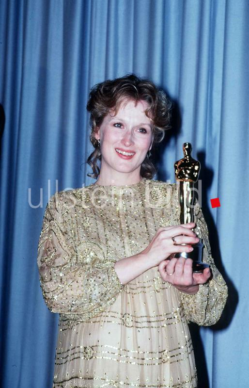 Meryl Streep actress with the Oscar for Best Supporting Actress April 1983  dbase msi