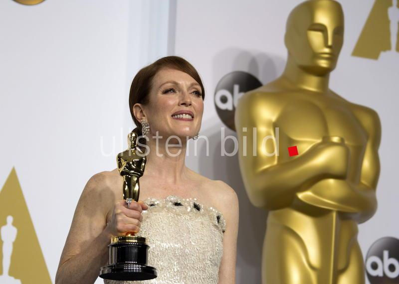 US actress Julianne Moore poses with her Oscar for Best Actress at the 87th annual Academy Awards ceremony at the Dolby Theatre in Hollywood, California, USA, 22 February 2015.