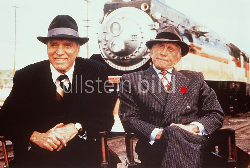 Archie (KIRK DOUGLAS, r.) und Harry (BURT LANCASTER) in  Tough Guys / ARCHIE UND HARRY - SIE KÖNNEN'S NICHT LASSEN USA 1986
