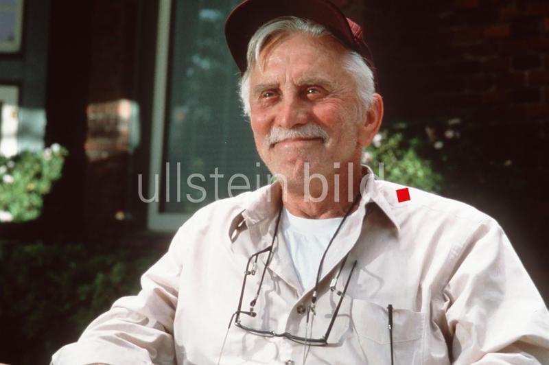 KIRK DOUGLAS (Onkel Joe)  in Greedy Der Familienclan USA 1994