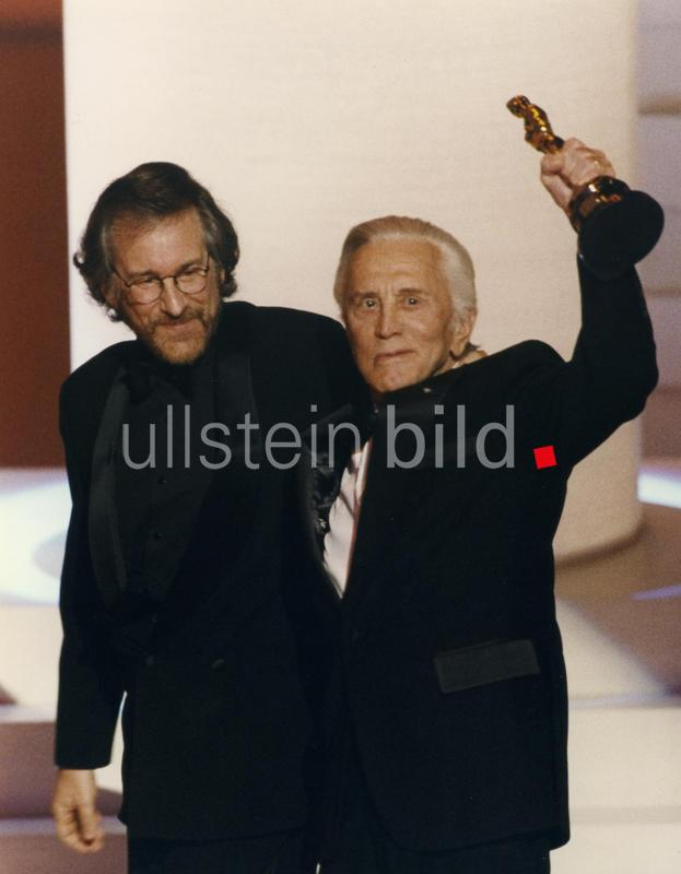 Steven Spielberg, Kirk Douglas at the 68th Annual Academy Awards, 1996