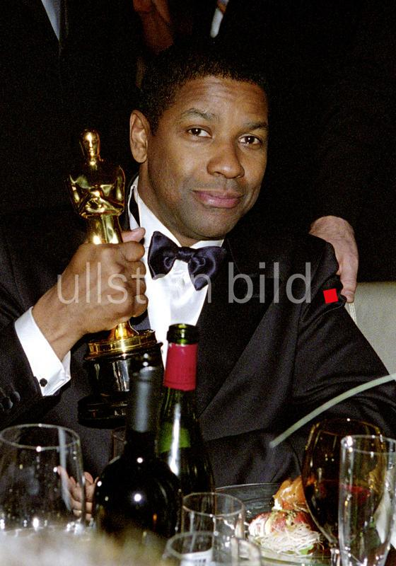 Denzel Washington at the 74th Annual Academy Awards, 2002