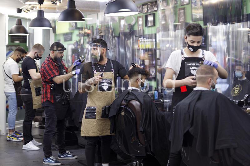 Friseure und Barber Shops dürfen, mit Schutzmaßnahmen, wieder öffnen. Köln, Deutschland 08.05.2020
