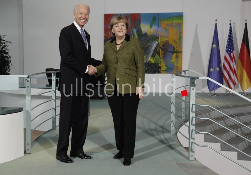 Bundeskanzlerin Angela Merkel (r., CDU) und Vizepräsident der Vereinigten Staaten von Amerika, Joe Biden (li.), im Bundeskanzleramt. Staatsbesuch.